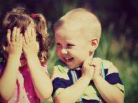 Како реаговати када деца једно другом показују интимне делове тела ..