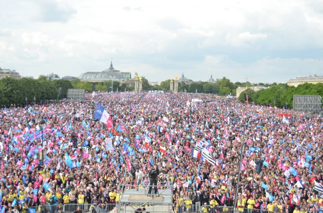 Више од милион људи против хомосексуалних бракова у Паризу