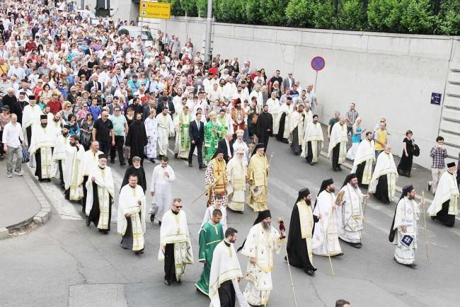 Позив свештеницима Архиепископије београдско-карловачке на Литију  или да видимо кога у нашој Цркви је стварно брига за породицу?